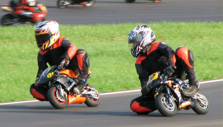 pocket-bike sur circuit