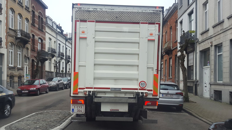 camion, plaque 1-CY…